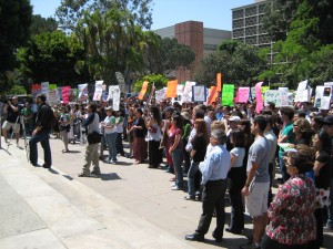 UCLA Pro-Testers fill the Court of Sciences