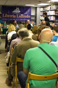 Talking science in the library in Naples