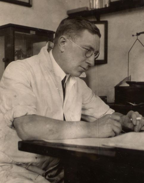 If Frederick Banting was alive, I'm sure he'd be writing about his research for us.
